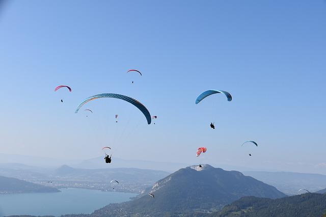 Paragliders 4492645 640